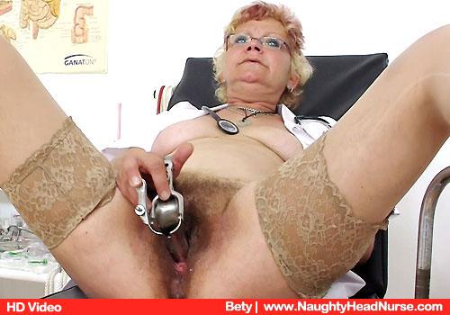 Betty die tiefe Pissloch Prüfung