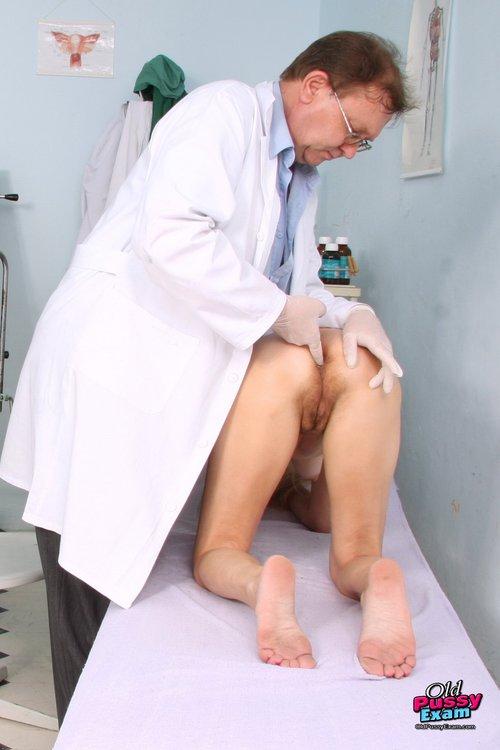 Nackt Beim Frauenarzt